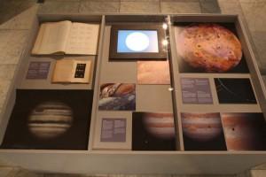 Jupiter-vitrine in het souterrain, 2010, foto: Vincent Zedelius